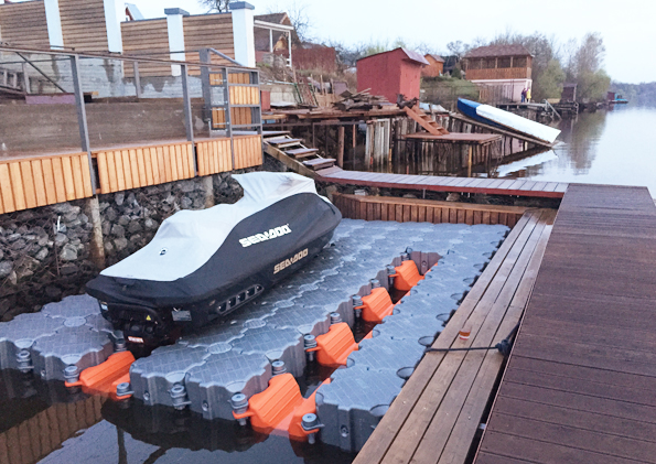 Dry dock for watercraft